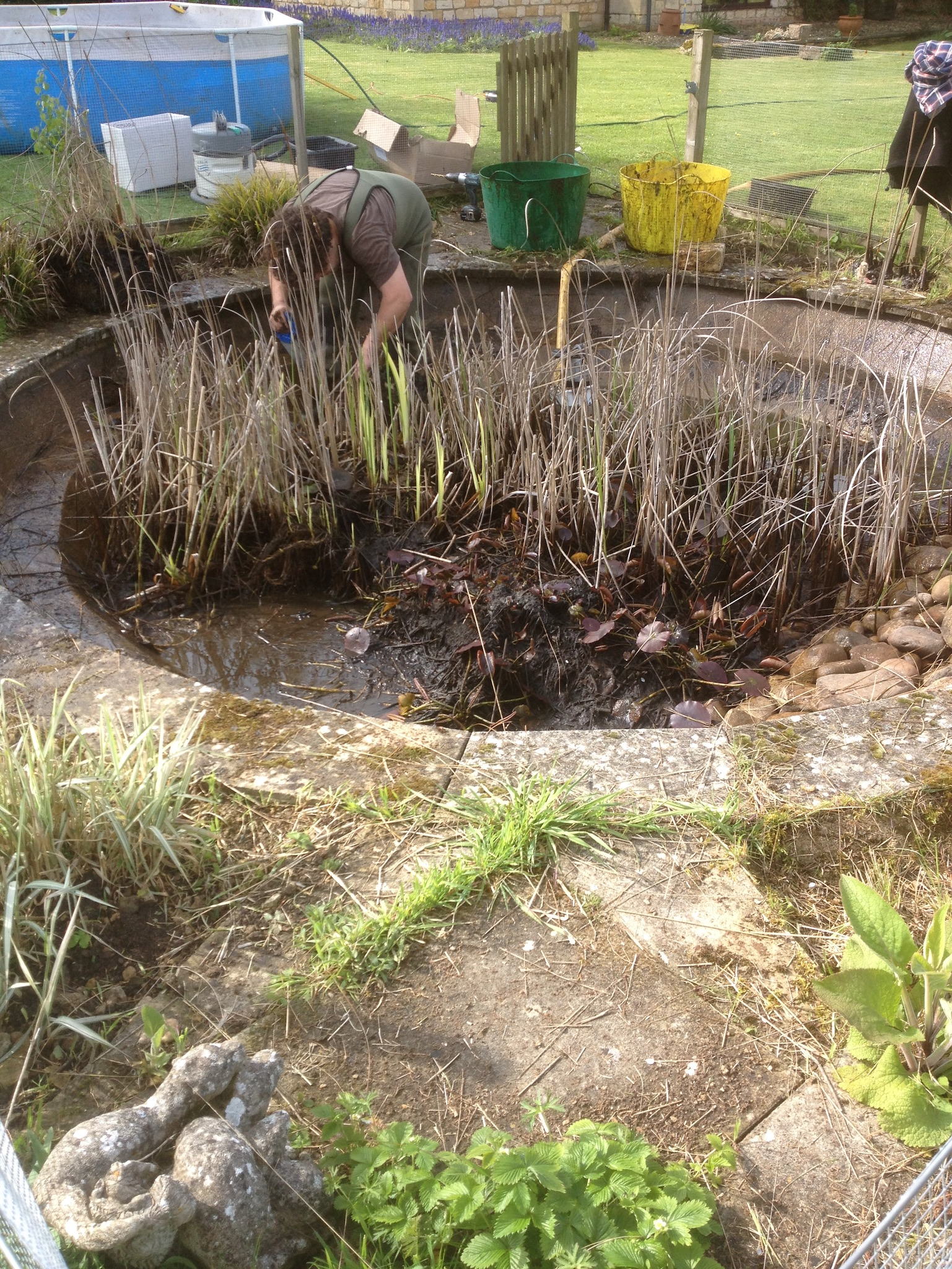Pond cleaning oxfordshire gloucestershire wiltshire for Garden pond cleaning nets