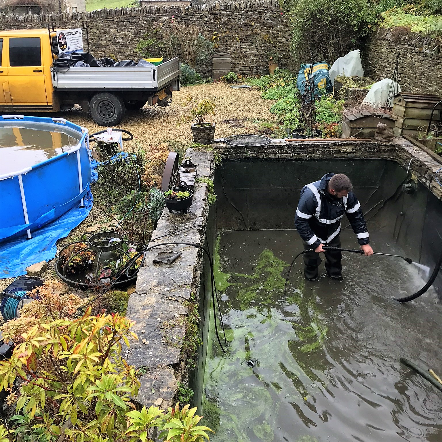 Pond cleaning oxfordshire gloucestershire wiltshire for Pond maintenance